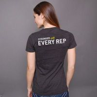 camiseta chica stronger with every rep